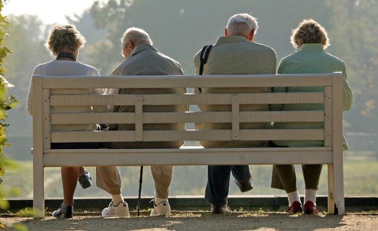 Auszahlung der Rente ab 63 verzögert sich vielfach (© 2014 AFP)