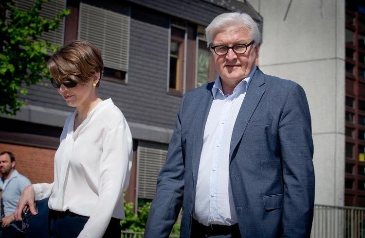 """Ehefrau von Steinmeier missbilligt """"Wutrede"""" (© 2014 AFP)"""