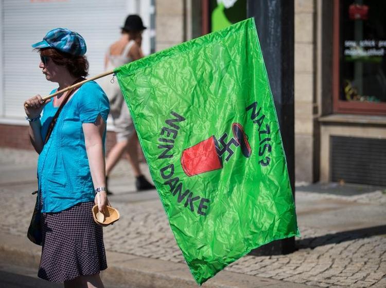 Dresden: Hunderte demonstrieren gegen Neonazi-Aufmarsch (© 2014 AFP)
