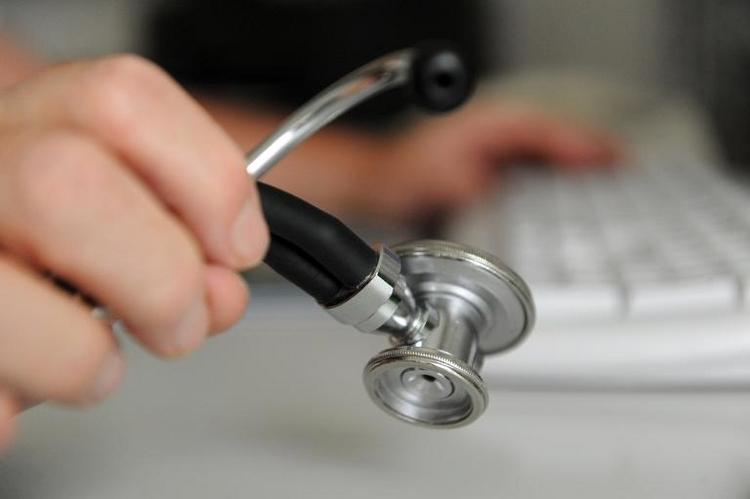 Kassenpatienten warten fünf Wochen auf Arzttermin (© 2014 AFP)