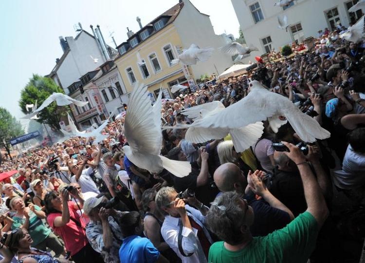 Gauck und Lindenberg bei Kölner Kundgebung gegen Rechts (© 2014 AFP)