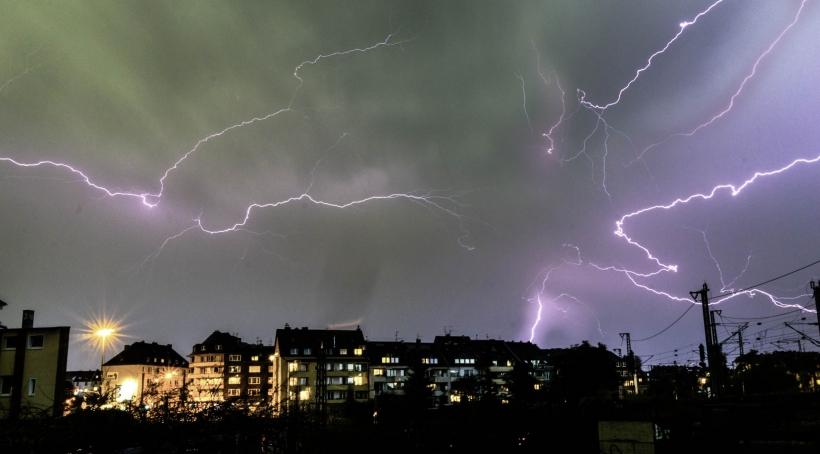 So schön fing es an, so schockierend waren die Folgen: der Himmel über der Ackerstraße.