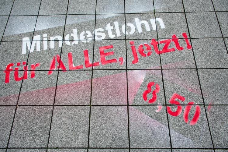 SPD verlangt Machtwort der Kanzlerin zu Mindestlohn (© 2014 AFP)