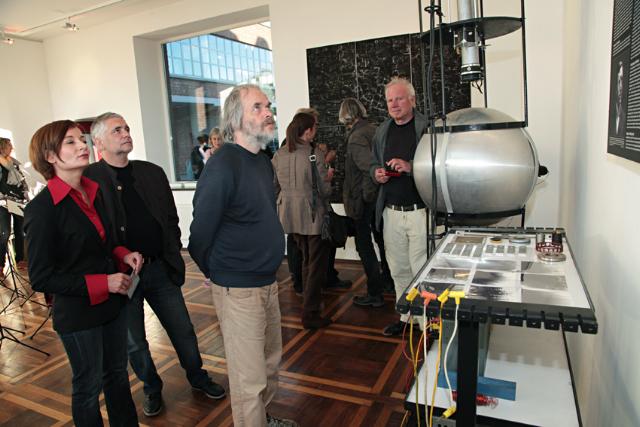 Künstlerpaar zeigt Installationen. (Foto: Ralf Janowski)