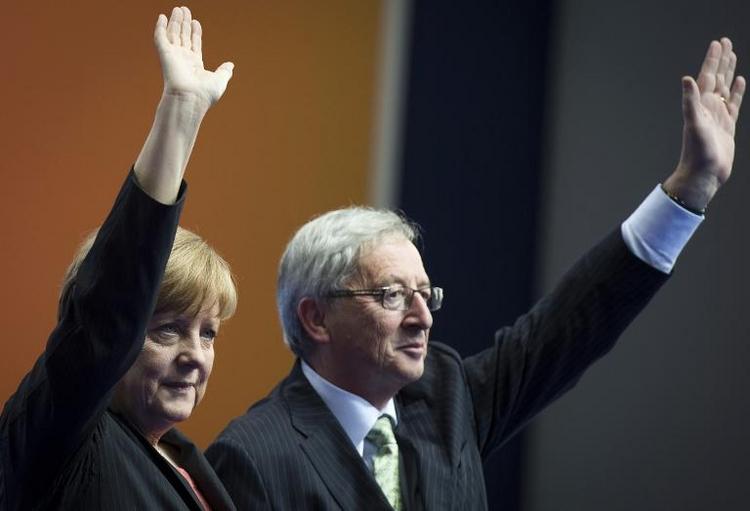 Umfrage: Merkel soll Juncker weiter unterstützen (© 2014 AFP)
