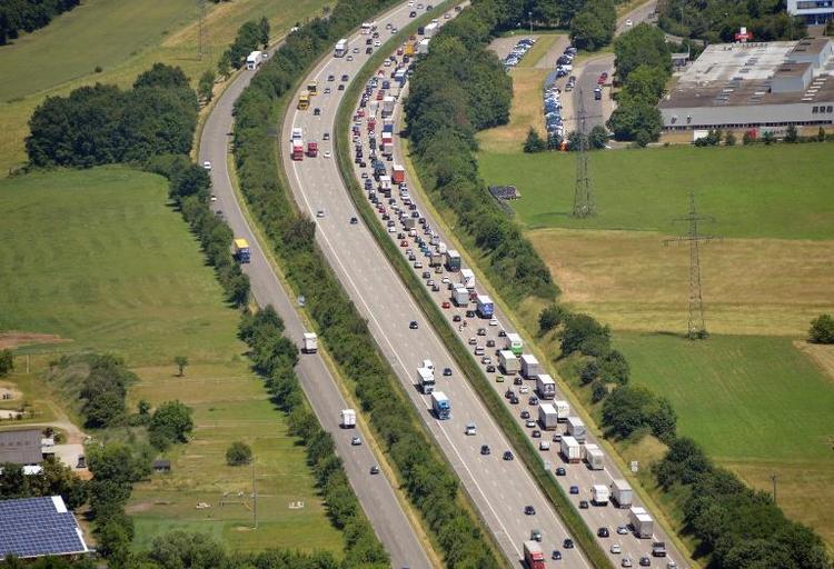 Privat finanzierter Autobahnbau rechnet sich nicht (© 2014 AFP)
