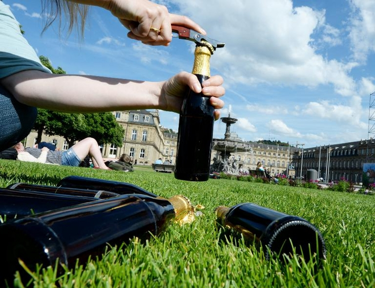 Städtebund will härter gegen Alkoholexzesse vorgehen (© 2014 AFP)