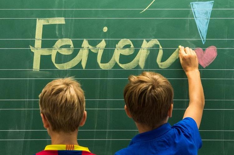 Termine für Sommerferien bis 2024 festgelegt (© 2014 AFP)