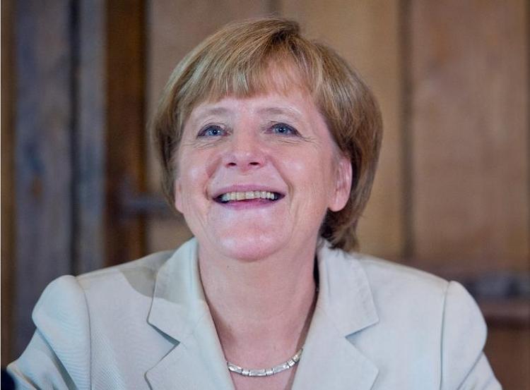 Merkel drückt deutscher Elf die Daumen (© 2014 AFP)
