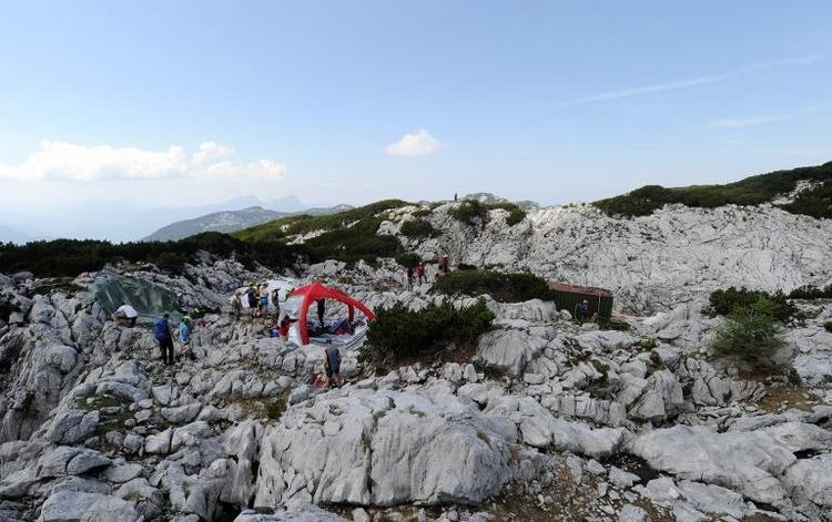 Bergung des Höhlenforschers kommt langsam voran (© 2014 AFP)