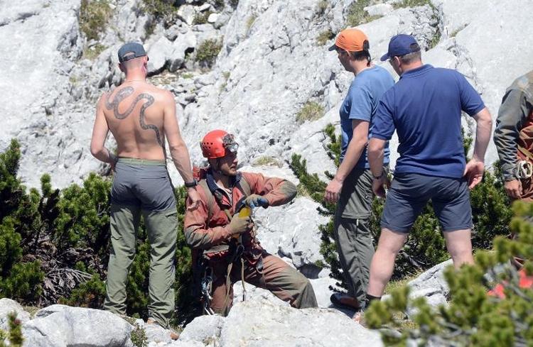 Verunglückter Höhlenforscher erreicht Biwak (© 2014 AFP)