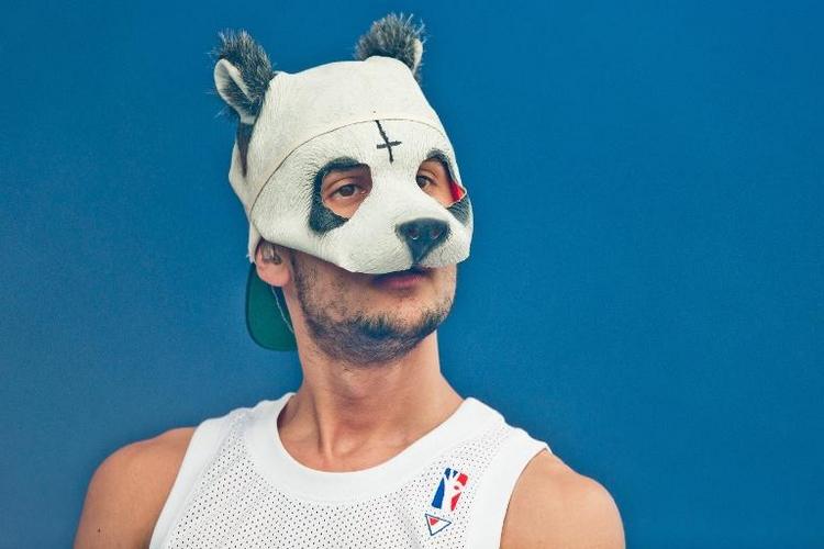 Rapper Cro schätzt Anonymität durch Panda-Maske (© 2014 AFP)