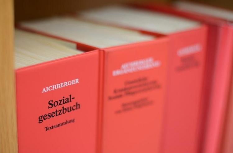 Jede dritte Klage gegen Hartz-IV-Sanktionen erfolgreich (© 2014 AFP)