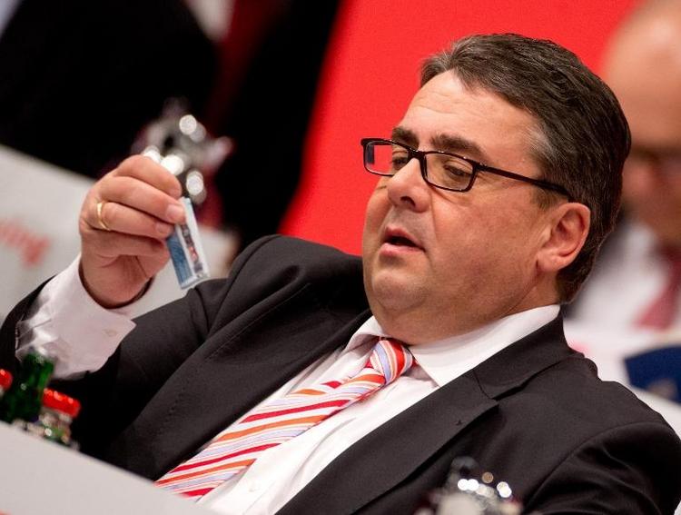"""SPD: Zwei Gehälter für Gabriel """"geübte Praxis"""" (© 2014 AFP)"""