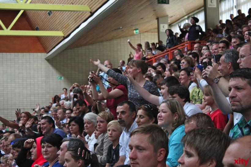 Mit einem tosenden Applaus empfingen die stolzen Eltern und Gäste die kleinen Superstars. (xity-Foto: E. Aslanidou)
