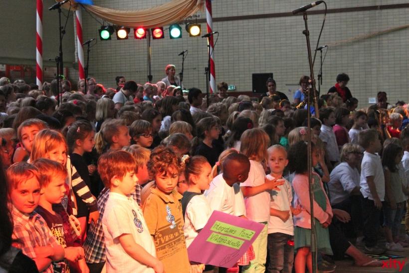 """Unter dem Titel """"Hereinspaziert"""" präsentierte dieser große Kinderchor Lieder rund um das Thema """"Zirkus"""".  (xity-Foto: E. Aslanidou)"""