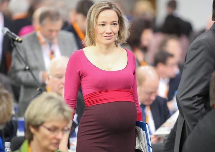 Ex-Ministerin Schröder zum zweiten Mal Mutter geworden (© 2014 AFP)