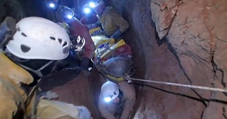 Verletzter Höhlenforscher könnte bis Freitag frei sein (© 2014 AFP)