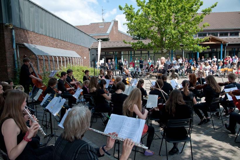 Musikalische Festeröffnung mit dem Jugendsinfonieorchester unter Leitung von Karin Grahl und Wilhelm Junker. (Fotos: S. Büntig)