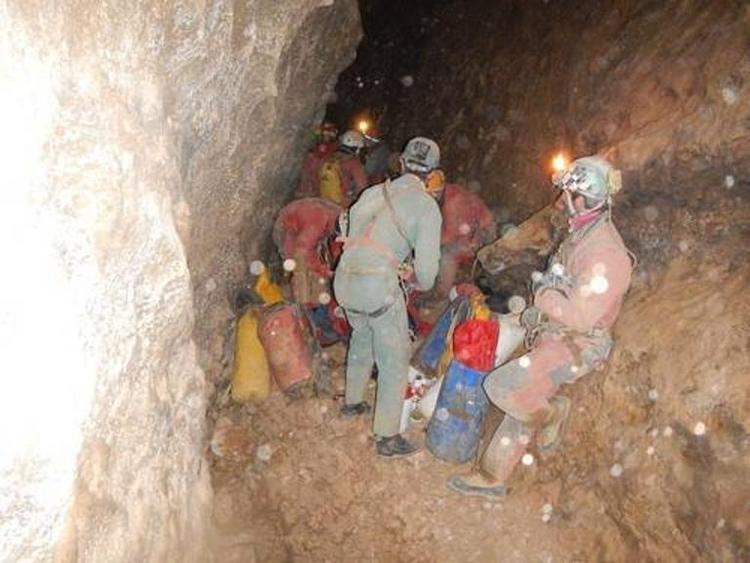 "Höhlenforscher ""in den nächsten Stunden"" am Ausgang (© 2014 AFP)"
