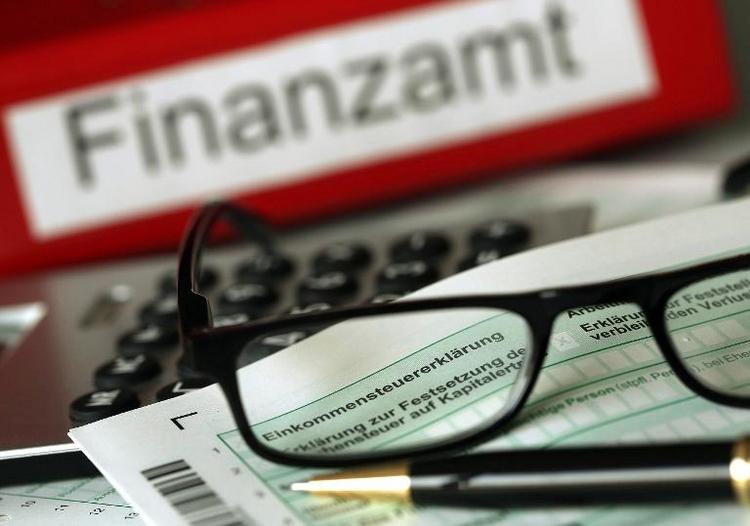 """Unions-Wirtschaftspolitiker fordern """"Steuerbremse""""  (© 2014 AFP)"""