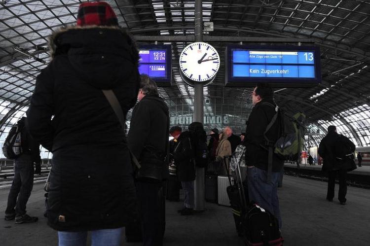 Bombendrohung: Zug mit 400 Reisenden evakuiert (© 2014 AFP)