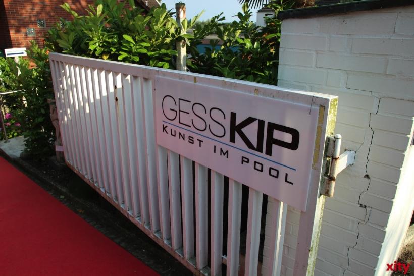 """Mitten in einem Wohngebiet liegt die Galerie Gess mit """"Kunst im Pool""""(xity-Foto: P. Basarir)"""