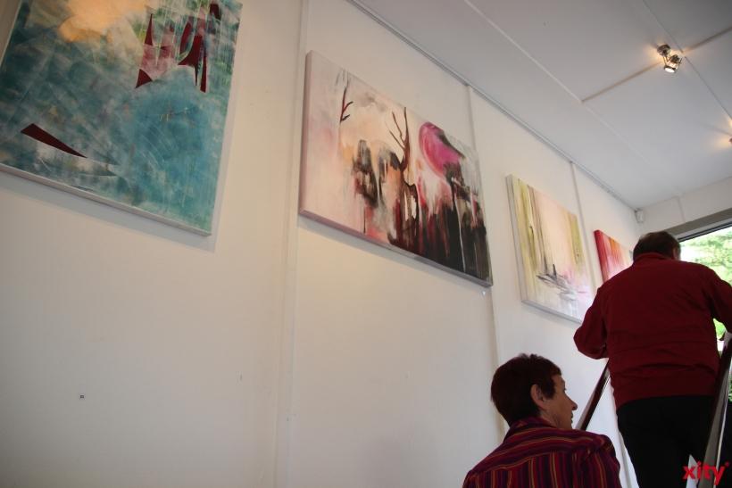Besonders spannend ist das Ambiente des früheren Wohnraums in Zusammenspiel mit den ausgestellten Kunstwerken (xity-Foto: P. Basarir)