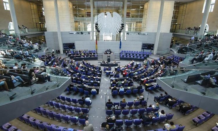 Bundestag nimmt Beratungen zu Haushalt 2014 auf (© 2014 AFP)
