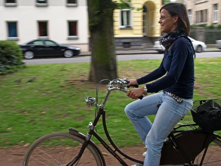 Melanie Stumpen organisiert den Niederrheinischen Radwandertag und hat selbst viel Spaß am Fahrradfahren. (Foto: Lothar Strücken)