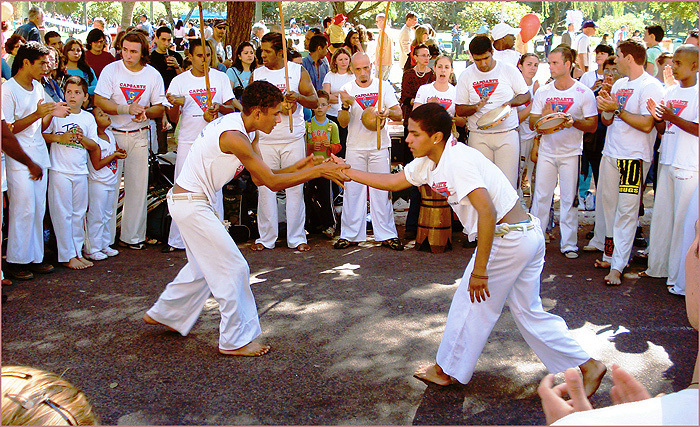 Die Gruppe Biriba Brasil ist mit ihrem Trainer Contra-Mestre Pé de Vento zu Gast am KuFa-Beach und wird Capoeira demonstrieren. (Foto: Ulrich Traub)