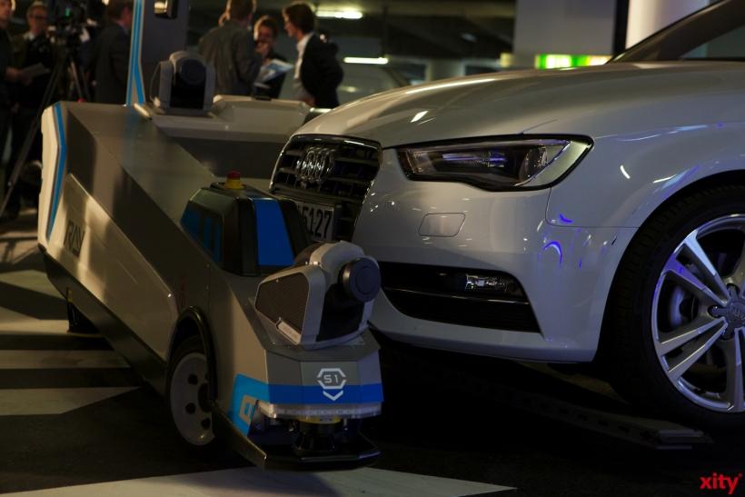 Vollgepackt mit Sensoren navigiert er sicher durchs Parkhaus (xity-Foto: D. Creutz)