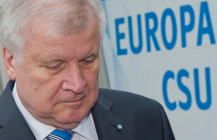 Auch Parteinachwuchs kritisiert jetzt CSU-Chef Seehofer (© 2014 AFP)