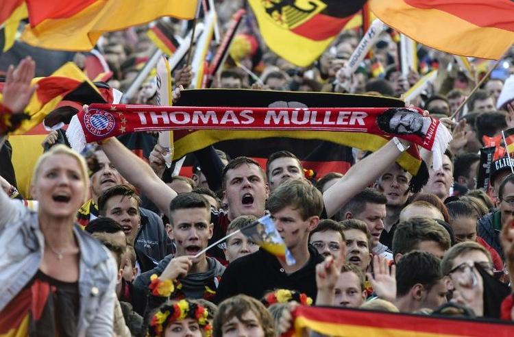 WM-Spiele der deutschen Elf für Fans mitunter gefährlich (© 2014 AFP)