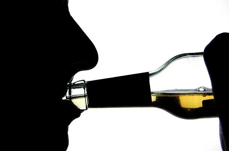 Deutlich mehr Alkohol-Tote als durch Verkehrsunfälle (© 2014 AFP)