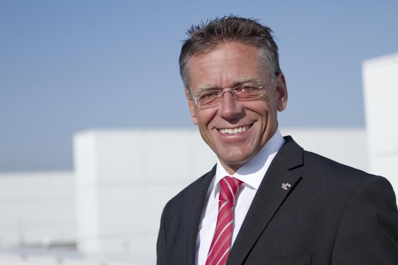 Landrat Hans-Jürgen Petrauschke gratuliert UPS und Air Liquide zur Auszeichnung mit dem NRW.INVEST-Award (Foto: M. Schiffer)
