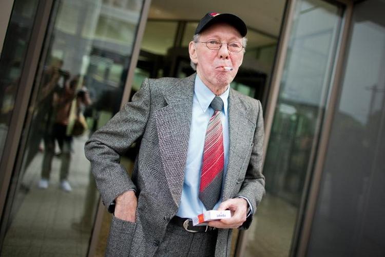 Entscheidung im Streit um rauchenden Mieter (© 2014 AFP)