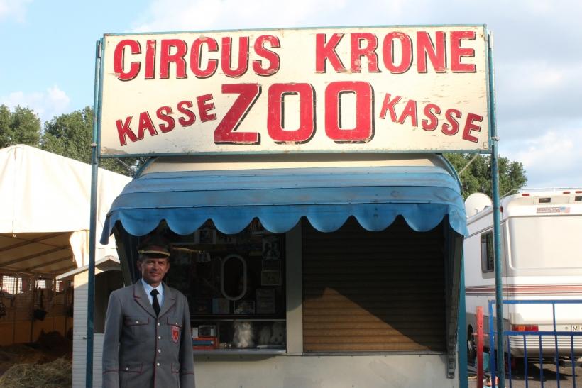 Der Circus Krone gastiert zurzeit auf dem Sprödentalplatz und lädt die Krefelder ein in die wunderbare Welt des Zirkus einzutauchen. (xity-Foto: E. Aslanidou)