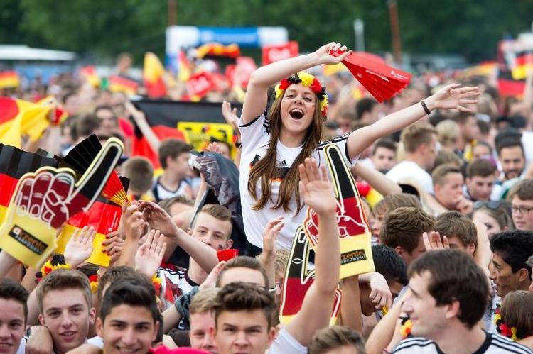 Startaufstellung der deutschen Nationalmannschaft (© 2014 AFP)