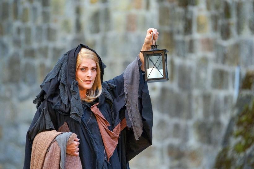 Nein, nicht der Nachtwächter von Theben: Sandy Mölling macht als Erzählerin einen souveränen Job. Foto: Stefan Grothus