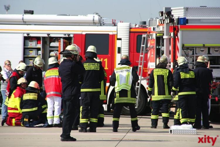 Feuerwehrmann bei Löscharbeiten verletzt. (xity-Foto: M. Völker)