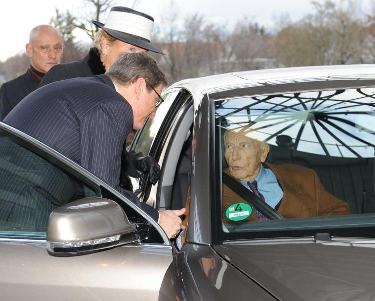Gauck entzieht Walter Scheel den Dienstwagen (© 2014 AFP)