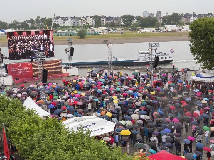 """""""Oper am Rhein für alle"""" auf dem Burgplatz (Foto: Sascha Kreklau)"""