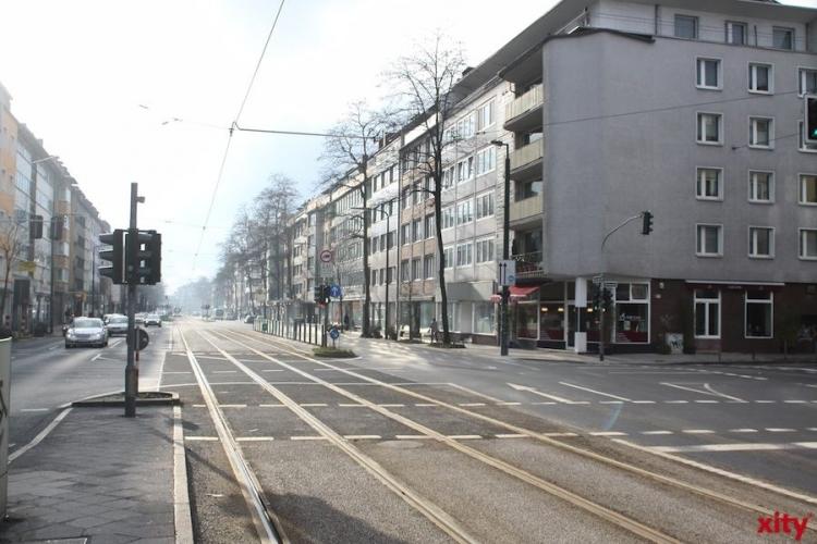 Rheinbahn reguliert die Gleise auf der Benrather Schlossallee (xity-Foto: M. Völker)