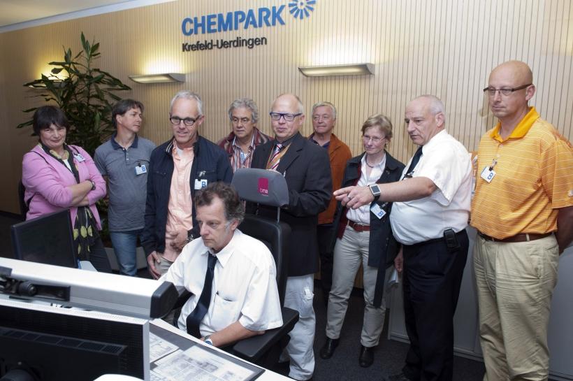 Ärzte besuchten den Chempark Krefeld-Uerdingen. (Foto: Currenta)