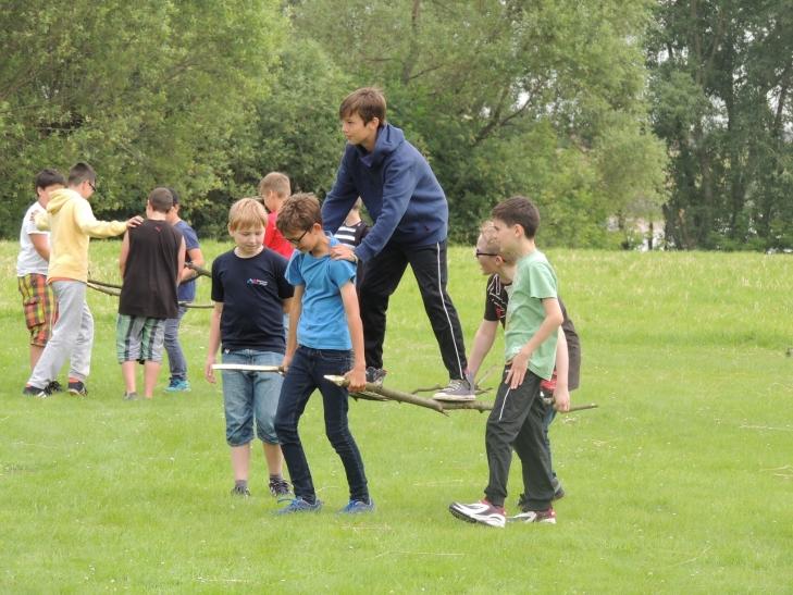 """""""Fit durch die Schule"""" ermöglichte Bewegungscamp für Gesamtschule Uerdingen -  mit vollem Erfolg. (Foto: Eva-Maria Neder/AOK)"""