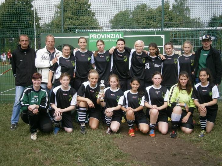 Die Mannschaft vom Linner SV holt den Turniersieg (Foto: Günther Schneider)