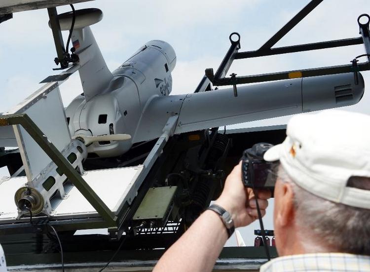 SPD-Politiker Arnold für von der Leyens Pro-Drohnen-Kurs (© 2014 AFP)