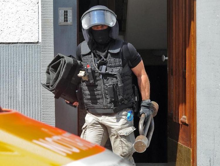 SEK-Polizisten stürmen Wohnung in Köln und finden Leiche (© 2014 AFP)