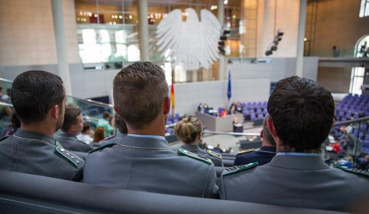 SPD noch nicht überzeugt von Kampfdrohnen (© 2014 AFP)